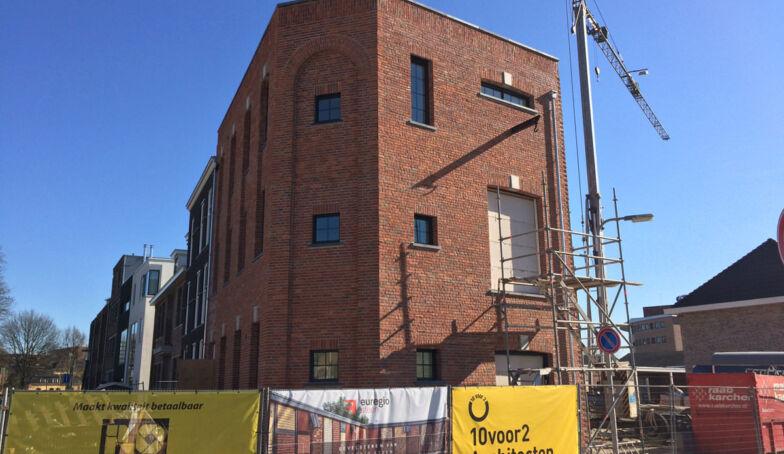 Zonnige bouw Woonpakhuis: de steigers zijn grotendeels weg!
