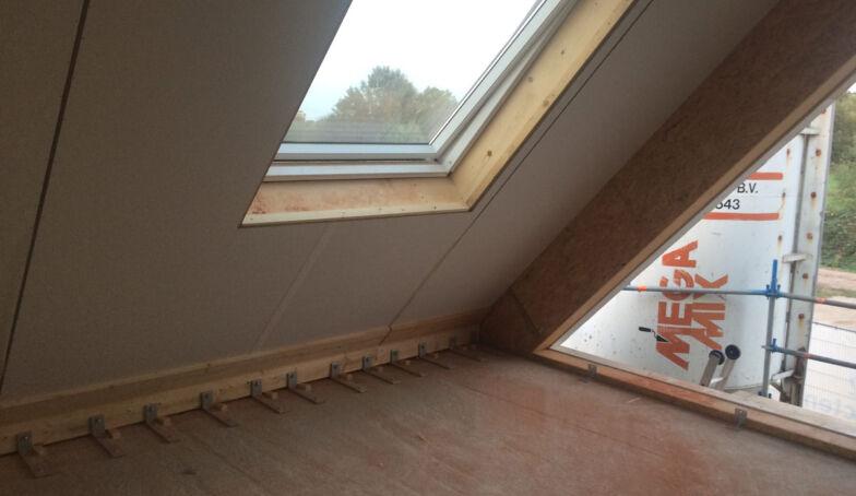 De dakplaten zitten er op bij LuDi Brunink Buitenveld Enschede!